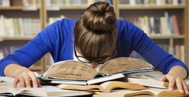 Những lý do khiến những nghiên cứu sinh học Tiến sĩ thường xuyên bị căng thẳng và trầm cảm - Ảnh 2.