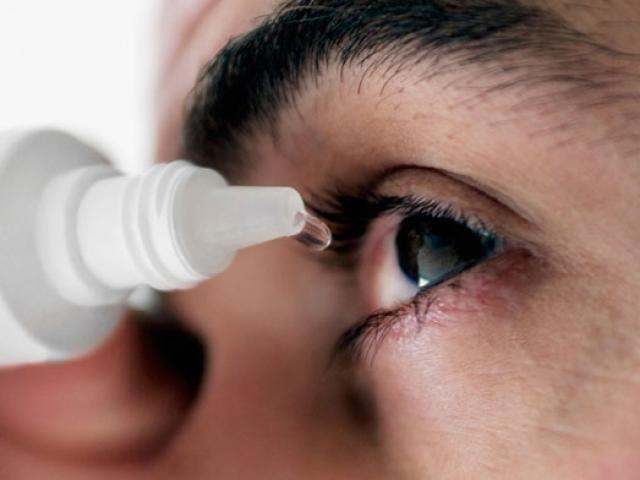 Đau mắt đỏ: Hướng dẫn vệ sinh mắt đúng cách cho người bệnh - Ảnh 1.