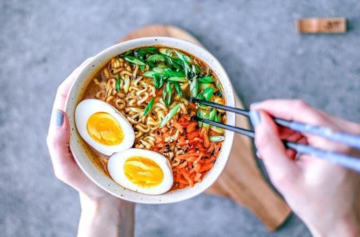 Chuyên gia giải đáp những hiểu lầm thường gặp khiến thực phẩm ăn nhanh gây hại cho sức khỏe con người - Ảnh 2.