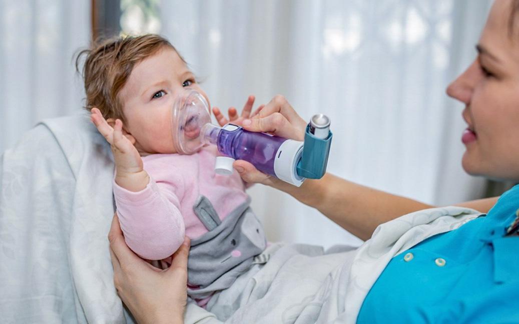 Cách chăm sóc trẻ mắc hen suyễn trong mùa lạnh