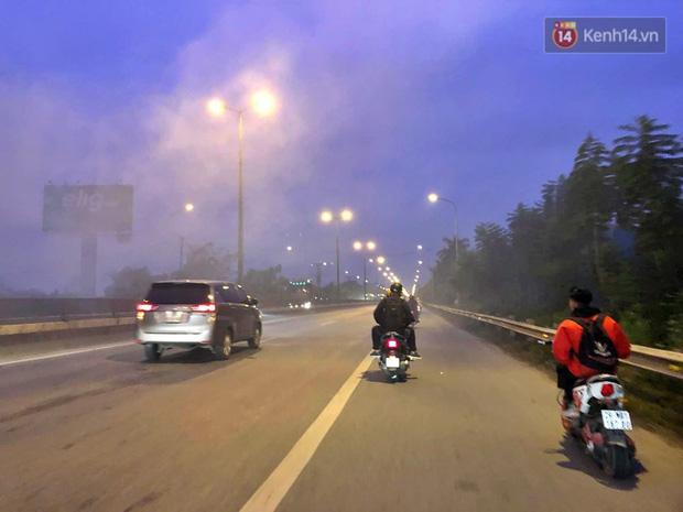Cảnh báo tác hại sức khỏe từ khói đốt rơm rạ - Ảnh 2.