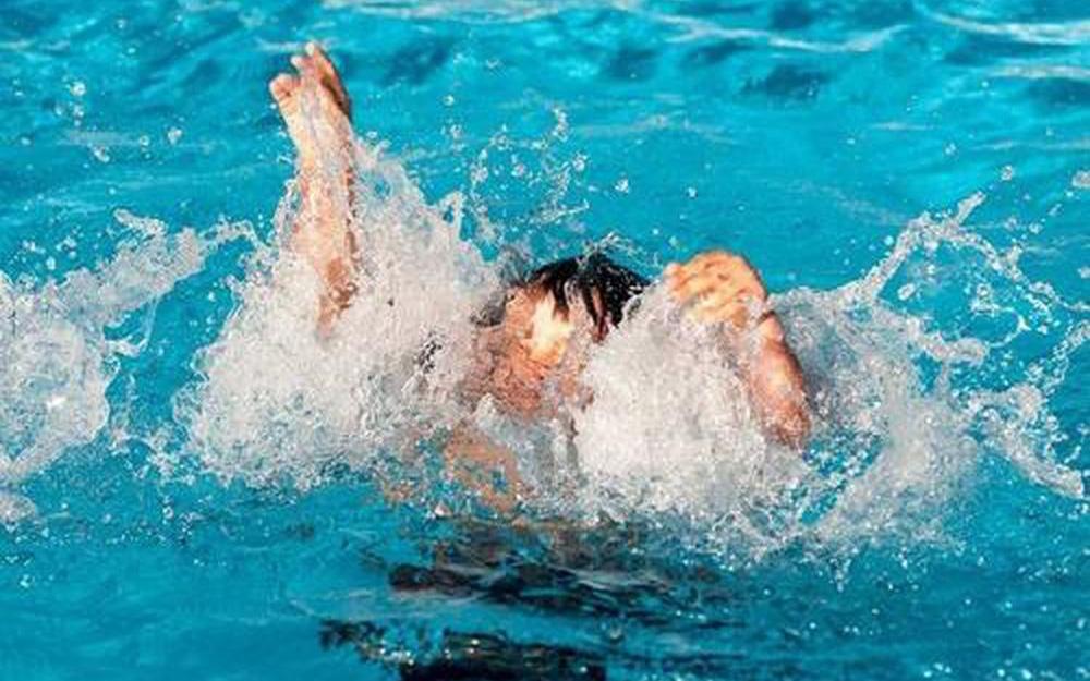 Phòng tránh đuối nước cho trẻ khi đi bơi mùa hè