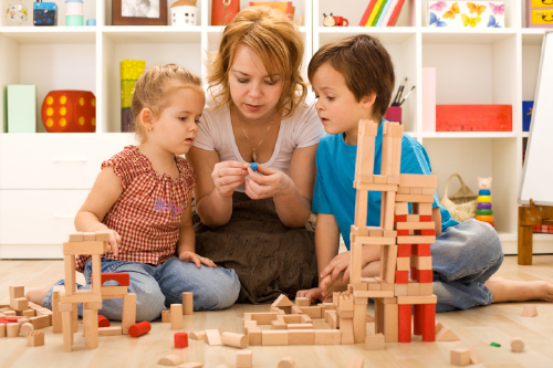 """BS. Phí Văn Công: """"Trẻ em dưới 5 tuổi cần hạn chế thời gian tiếp xúc với màn hình điện tử"""" - Ảnh 2."""