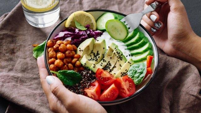 Giảm cân ngày Tết: Chuyên gia nói gì về ăn kiêng và tập thể dục đâu là biện pháp giảm cân nhanh hơn? - Ảnh 2.