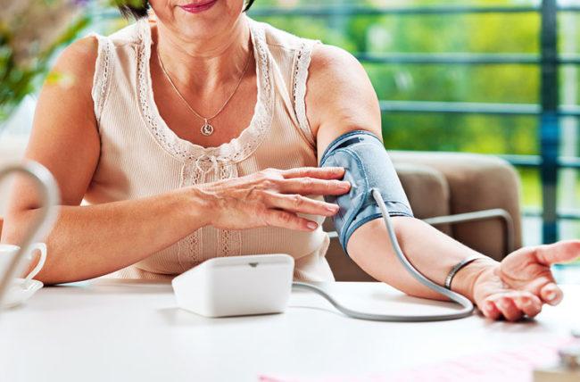 Tìm hiểu chung về huyết áp và nhịp tim của người cao tuổi - Ảnh 2.
