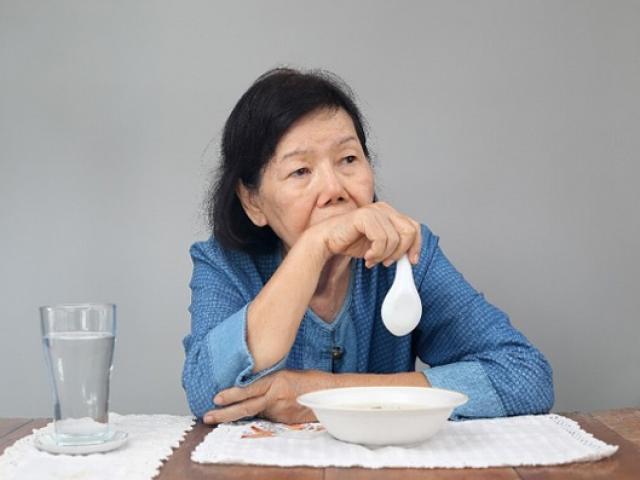 Xây dựng thói quen ăn uống như thế nào giúp người cao tuổi ngủ ngon giấc? - Ảnh 3.