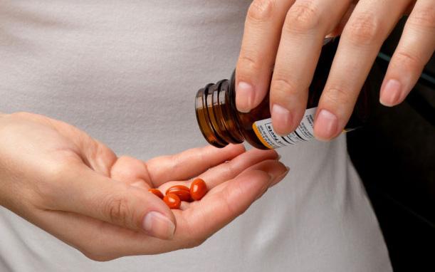 Phụ nữ lạm dụng thực phẩm chức năng dễ bị rối loạn sức khỏe