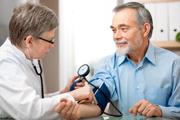 Tại sao người cao tuổi bị cao huyết áp? - Ảnh 1.