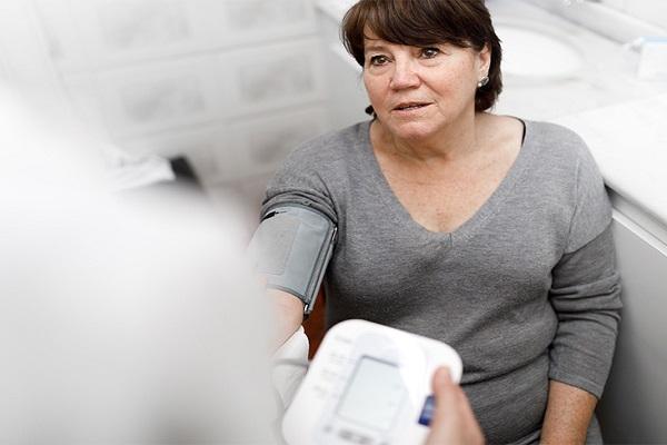 Tại sao người cao tuổi hay bị cao huyết áp? - Ảnh 2.