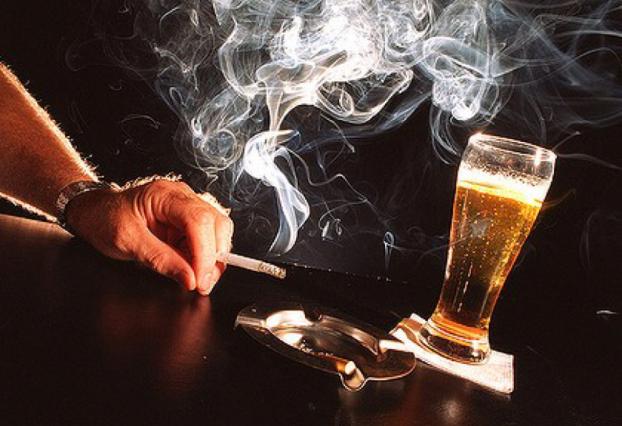 Cao huyết áp do hút thuốc lá, uống rượu bia: Các yếu tố nguy cơ có thể tự điều chỉnh - Ảnh 1.