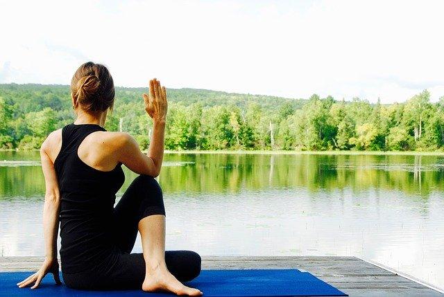5 tư thế yoga tốt cho bệnh cao huyết áp  - Ảnh 1.