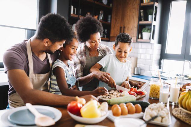 CDC hướng dẫn xử lý thực phẩm tươi sống, đóng gói và hải sản đúng cách trong mùa dịch COVID-19 - Ảnh 2.
