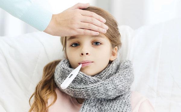 Phòng bệnh cho trẻ khi trời nắng đột ngột bằng cách nào? - Ảnh 3.