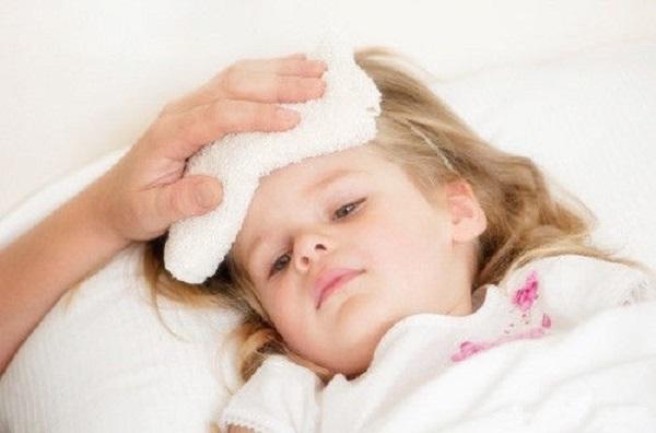 Cách hạ sốt nhanh cho trẻ mà cha mẹ nhất định phải ghi nhớ - Ảnh 3.