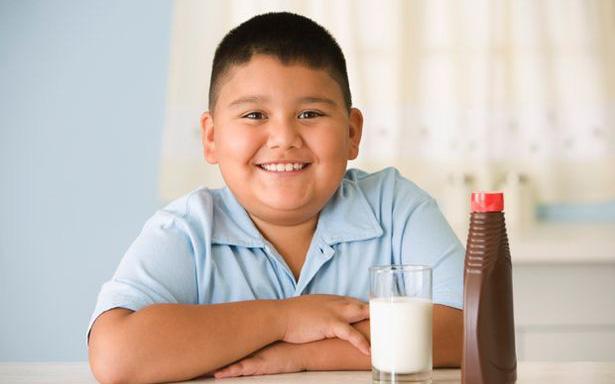 Trẻ em béo phì do nghỉ dịch Covid-19 gia tăng: 2 lưu ý dành cho cha mẹ