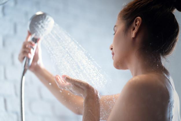 Tại sao phụ nữ lại thụt rửa âm đạo? Thụt rửa âm đạo có an toàn không? - Ảnh 2.