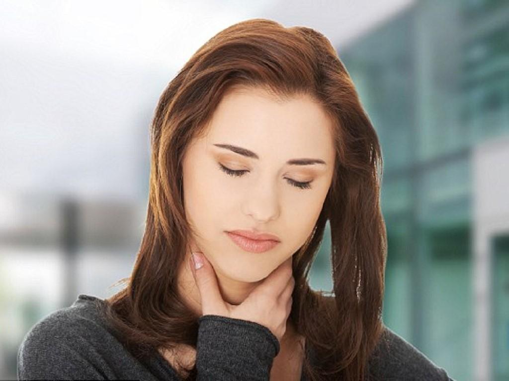 Giật mình với những triệu chứng của bệnh lao họng - Ảnh 1.