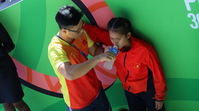 Tuyển thủ bóng đá, điền kinh Việt Nam nhập viện vì kiệt sức: Cần làm gi nếu kiệt sức khi chơi thể thao?