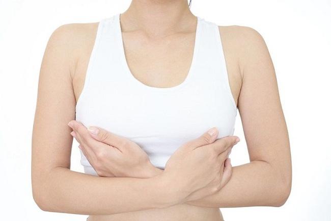 Cô gái trẻ bị lở loét vòng 1 do đến 1 spa nâng ngực: Nâng treo ngực sa trễ cần lưu ý gì? - Ảnh 3.