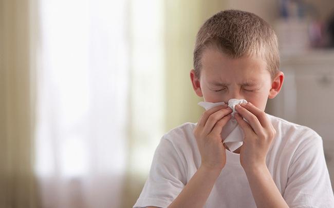 Thời tiết chuyển mùa, cha mẹ cần làm gì khi trẻ bị viêm họng cấp? Có những dạng viêm họng phổ biến nào ở trẻ? - Ảnh 5.