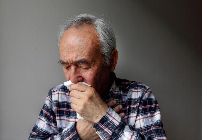 Điều gì có thể xảy ra khi tiêm vaccine covid-19 cho người mắc bệnh mãn tính? - Ảnh 2.