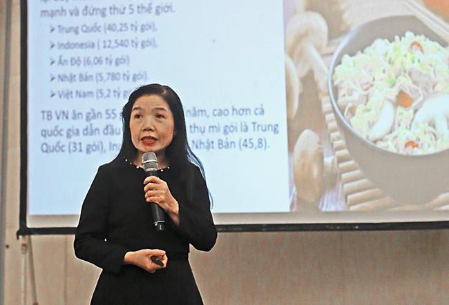 Chuyên gia giải đáp những hiểu lầm thường gặp khiến thực phẩm ăn nhanh gây hại cho sức khỏe con người - Ảnh 1.