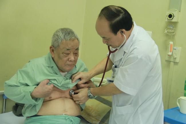 Lời khuyên của bác sĩ khi chăm sóc sức khỏe người cao tuổi trong mùa lạnh - Ảnh 1.