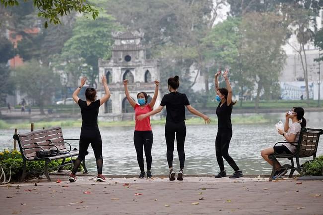 """""""Ô nhiễm không khí lúc sáng sớm"""", ai hay tập thể dục buổi sáng ở khu đô thị lớn cần chú ý - Ảnh 2."""