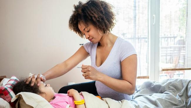 Mùa đông dễ mắc bệnh: Tủ thuốc mùa lạnh mọi gia đình cần có để phòng ngừa và bảo vệ sức khỏe - Ảnh 2.