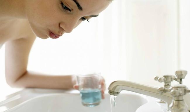 Viêm họng, khô mũi trong mùa hanh khô: Làm ngay 5 điều này để phòng ngừa hiệu quả! - Ảnh 2.