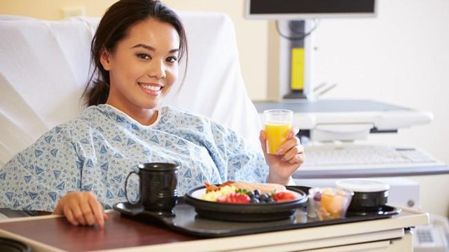 Chế độ dinh dưỡng cho bệnh nhân ung thư mà mọi bệnh nhân cần biết - Ảnh 2.