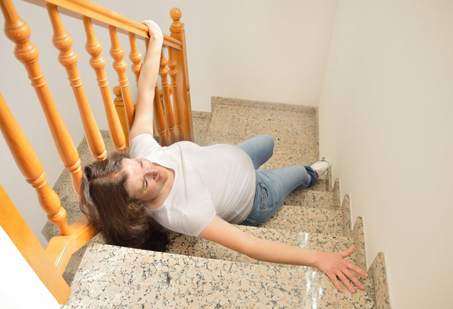 Nguy cơ sảy thai từ những cú ngã và tai nạn giao thông mà mọi bà bầu cần biết - Ảnh 1.