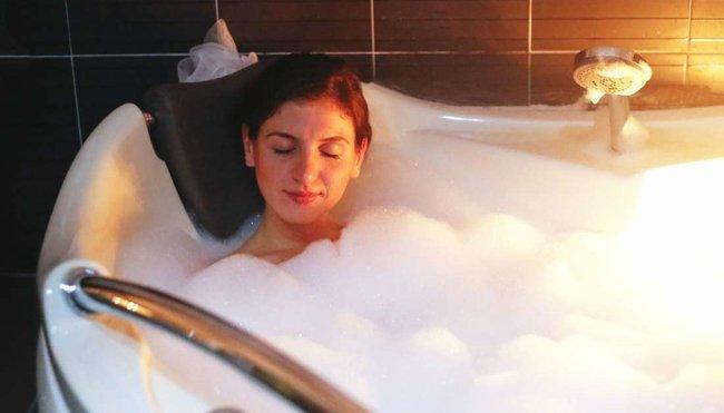 Tắm đêm có an toàn không? Đâu là những sai lầm có thể gây đột tử khi tắm? - Ảnh 2.