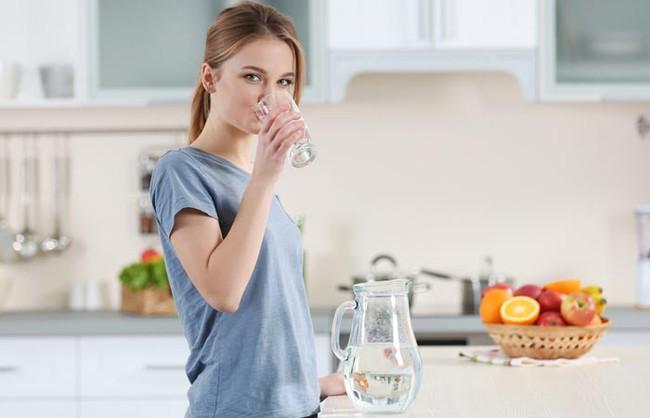 Uống nước khi đói và 12 lợi ích có thể bạn chưa biết! - Ảnh 3.