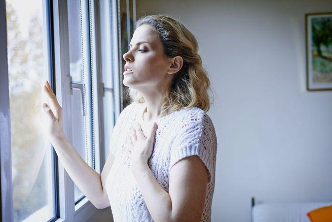 Độ ẩm không khí Hà Nội giảm xuống mức cực thấp, vừa lạnh vừa khô cần làm gì để bảo vệ sức khỏe? - Ảnh 3.