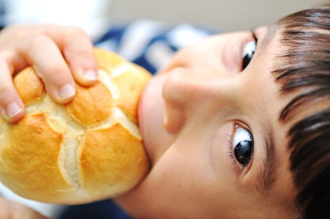 Ăn bánh mì có tốt không? Tác hại của bánh mì khi ăn thường xuyên - Ảnh 3.