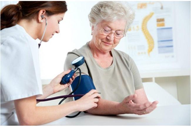 yếu tố nguy cơ gây cao huyết áp nguyên phát ở người già