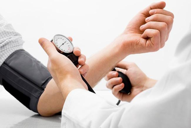 Nhận biết sớm bệnh cao huyết áp để phòng tránh biến chứng nguy hiểm - Ảnh 2.