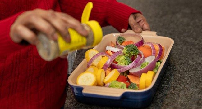 Kiểm soát ăn uống để sống chung với bệnh cao huyết áp - Ảnh 2.