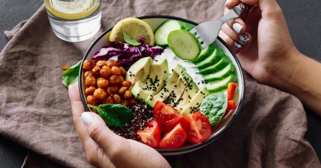 Hiểu rõ về DASH - chế độ ăn kiêng giúp kiểm soát bệnh cao huyết áp - Ảnh 1.