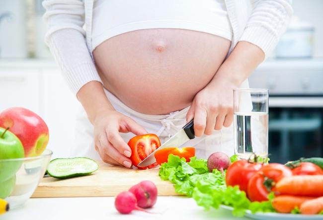 Các loại thực phẩm giúp hạ huyết áp thai kỳ không cần dùng thuốc - Ảnh 1.