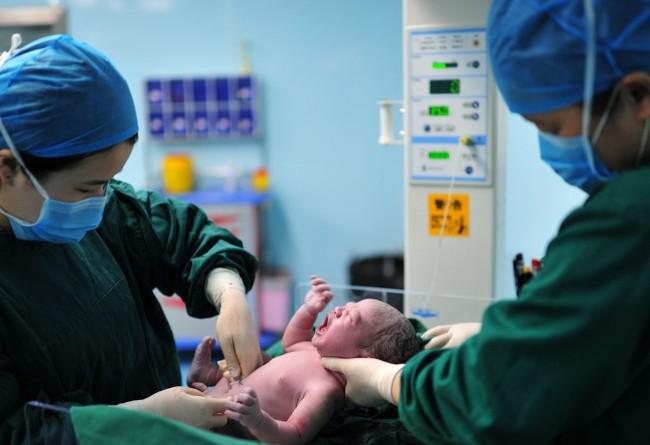 Sinh thường phải rạch tầng sinh môn? Gợi ý cách đẻ thường không bị rạch cho mẹ bầu - Ảnh 4.