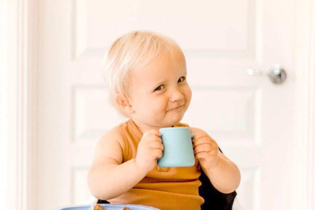 Trẻ sơ sinh có nên uống nước không? Khi nào trẻ nên uống nước? - Ảnh 2.
