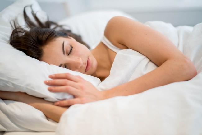 Nên ngủ lúc mấy giờ? Ngủ bao nhiêu tiếng một ngày là đủ? - Ảnh 4.