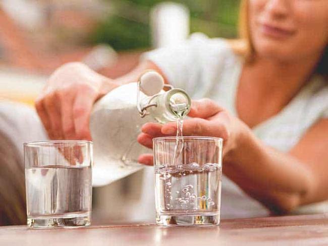 Bệnh nhân mắc Covid-19: Uống đủ nước thôi chưa đủ, những điều F0 cần làm khi tự cách ly tại nhà - Ảnh 2.