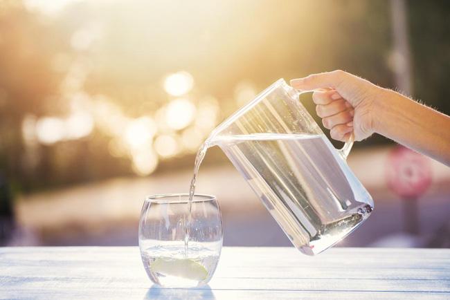 Bệnh nhân mắc Covid-19: Uống đủ nước thôi chưa đủ, những điều F0 cần làm khi tự cách ly tại nhà - Ảnh 3.
