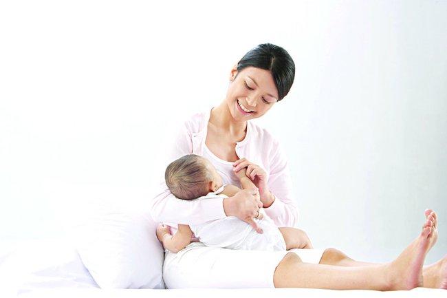 Tăng sức đề kháng cho mẹ bầu và trẻ sơ sinh trong mùa dịch - Ảnh 1.