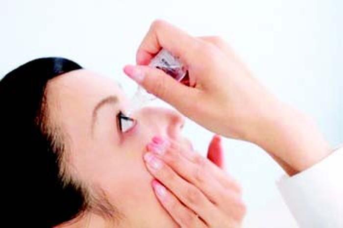 Đau mắt đỏ: Hướng dẫn vệ sinh mắt đúng cách cho người bệnh - Ảnh 2.