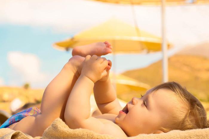 Phơi nắng cho trẻ sơ sinh đúng cách - Ảnh 3.