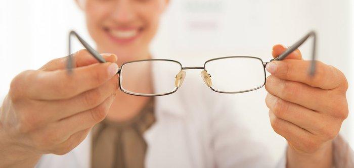 Hướng dẫn chọn kính cận thị phù hợp với khuôn mặt và giới tính - Ảnh 2.